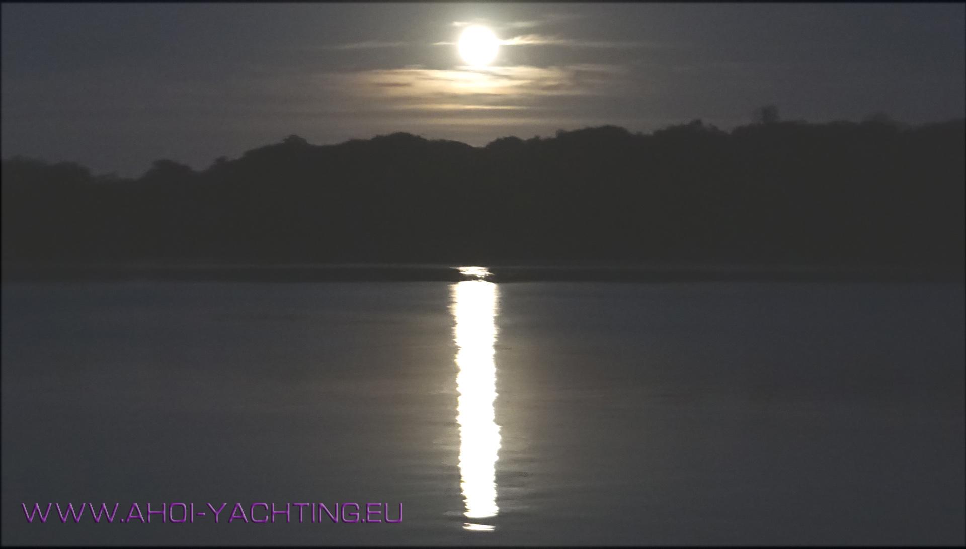Mond über Pfaueninsel @ AHOI Yachting
